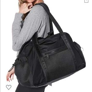 Lululemon Everywhere Duffel